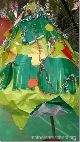 Handwork bonaza ofChristmas trees by the kids and teach (2)
