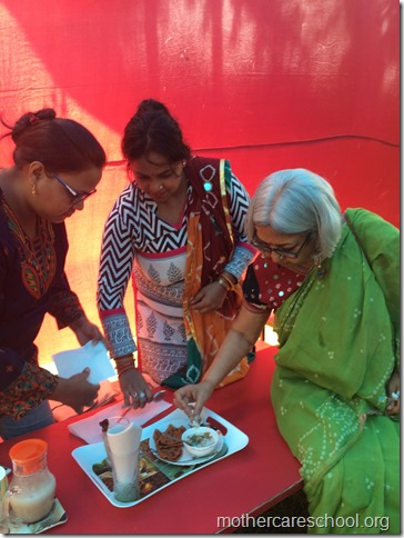 vyakhya's mummy mausi combo bags the first prize yummy otas chilla and apple dates shake
